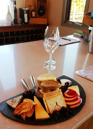 VIP Swan Valley Wine Tour: Premium Small-Group Wine and Gourmet Experience: Cheese board.. it came with wine too!