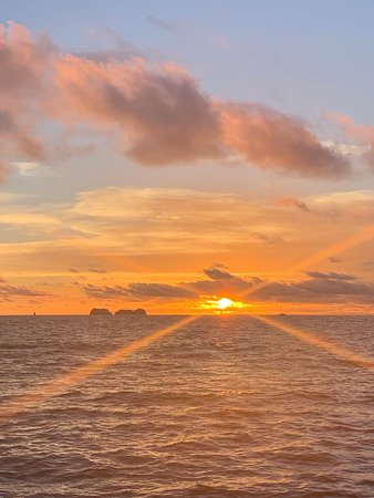 Small Group Sunset Sail for the Sophisticated Traveler: Breathtaking sunset