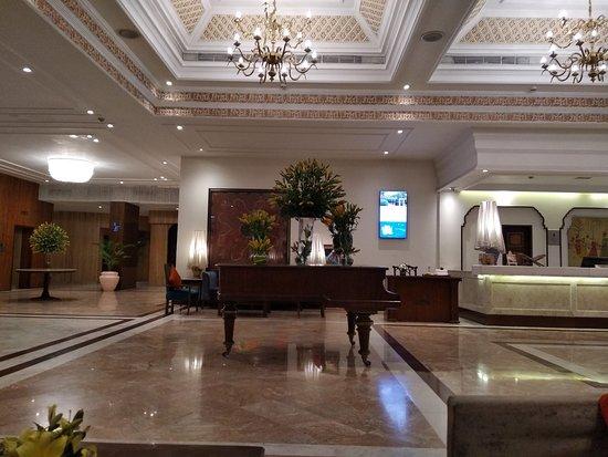 Durbar- Hotel Clarks Amer: Below Promise