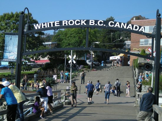 White Rock Pier: entrance to pier