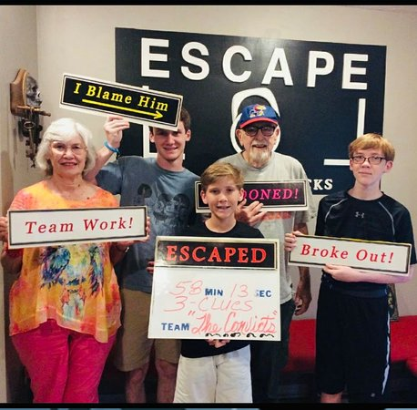 "Cantonment, Floride : ""The Convicts"" escaped with just a few minutes to spare!!"