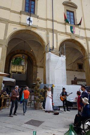 Entertainment in Piazza Grande