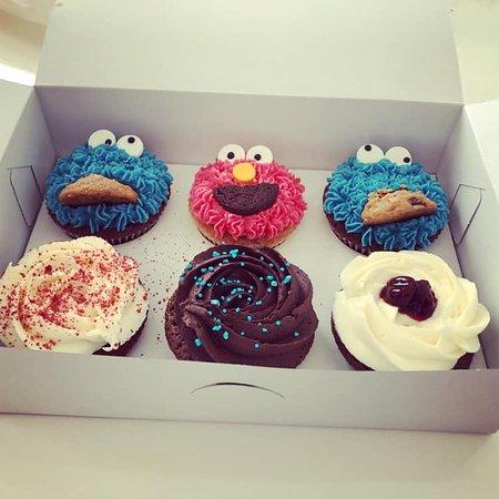 Take a Cake: Box with cupcakes