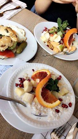 Porridge, Bagel und Granola