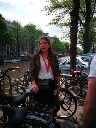 Unsere Reiseleiterin Kathrin, hat uns erfrischend durch Amsterdam geführt. Gut informiert und begeisternd.