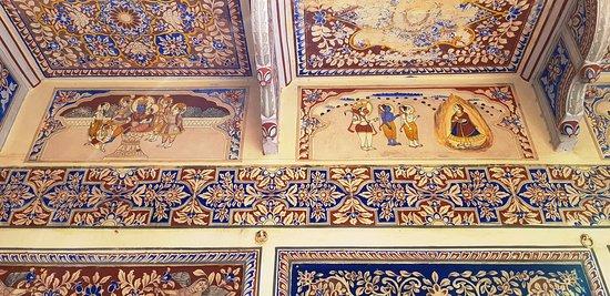 Castle Mandawa Hotel: Mythology frescoes