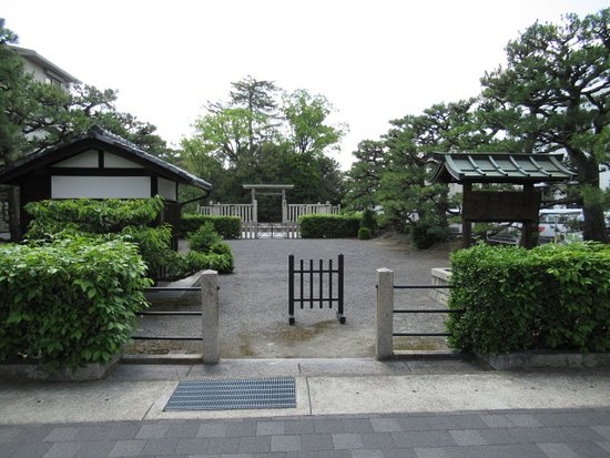 Tomb of Emperor Tenno Shirakawa
