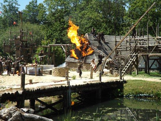Puy du Fou: Les Vikings... Attention, ca chauffe !