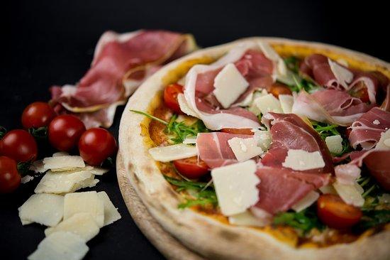 Pizzeria Della Stazione: Pizza réalisée avec des produits frais de qualité venus directement d'Italie