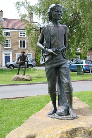 Captain Cook Memorial Museum Whitby: James Cook statue in village of Gt. Ayton