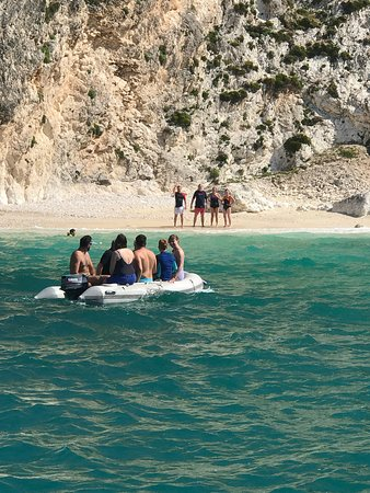 Kefalonia Trips QueenBee: Swimming, snorkeling and trips to the beaches
