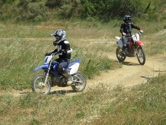 Grospierres, France: apprentissage moto enfant ados, adultes, il y en a pour tout le monde chez Ardèche Loisirs Mécaniques!