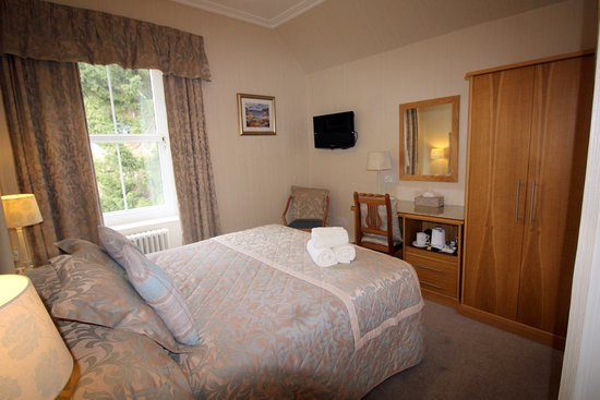 Tigh Na Cloich Hotel: Room 5 Classic queen size double bedroom with scenic view
