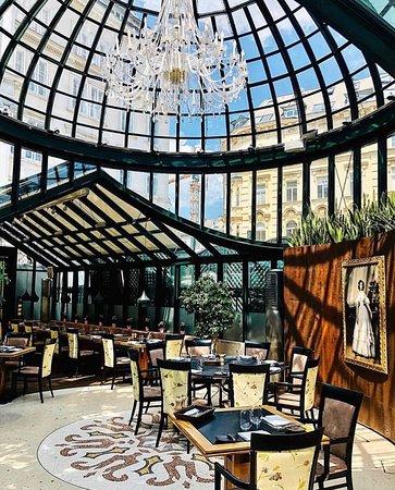 Το εσωτερικό του εστιατορίου