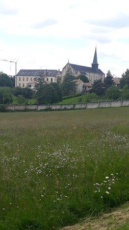 magnifique abbaye d'échourgnac