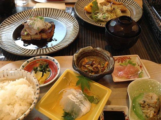 祝島豆腐のステーキもお刺身も美味でした。