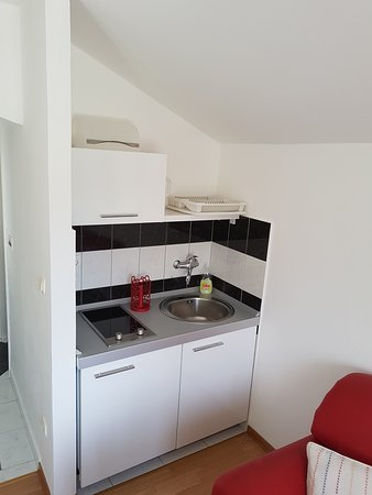 Gornje Sitno, โครเอเชีย: a small kitchen on the first floor