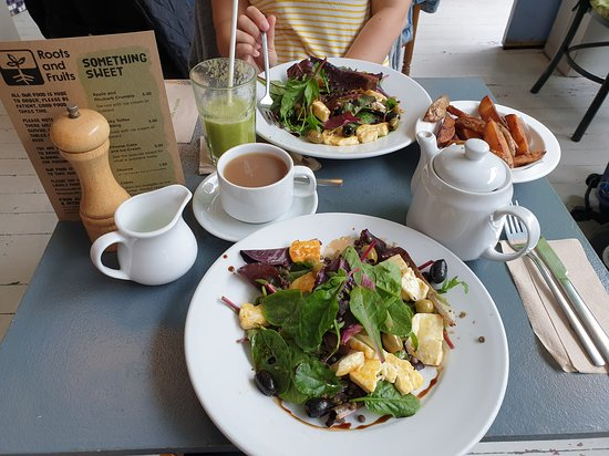 Roots & Fruits: Halloumi salad, chips, Earl Grey and a Smoothie