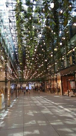 Funf Hofe shopping