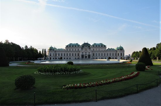 Belvedere Museum: Baroque Palace in the evening sunshine