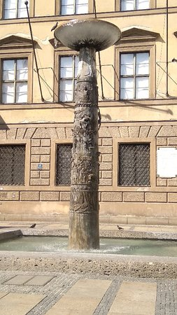 Richard-Strauss-Brunnen: Richard Strauss fountain
