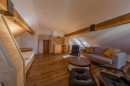 Kunstelj: Attic quadruple room  - spacious sitting area