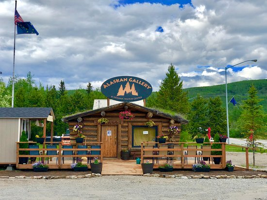 Nenana, AK: The Alaskan Gallery and Visitor Center Featuring Alaskan Artists from Across the State. From Wood work to Photography if you want Alaskan Made, you will find it here!