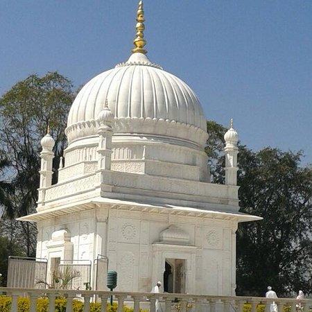 Dungarpur, الهند: Mazar-e-Fakhri, Galiyakot, Rajasthan