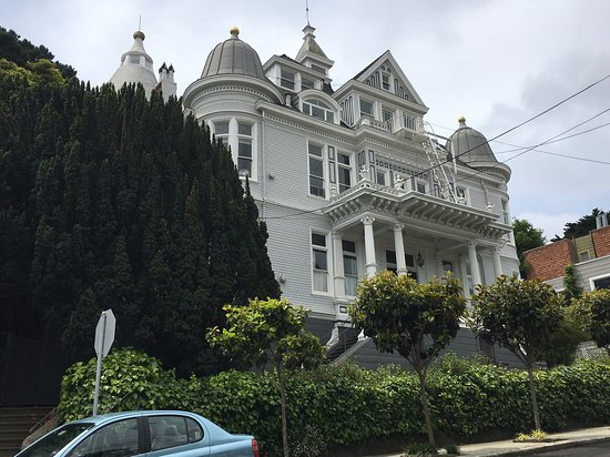 A wonderful walking tour 11 am on May 26, 2019 in Castro's district in San Francisco.  A huge thank you to our tour guide!   This picture is one of the most massive and beautiful historic house in Castro's.