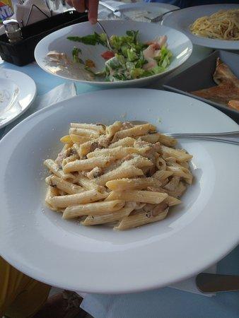 Thokos Cafe Bar Pizza Bistro: одно из блюд