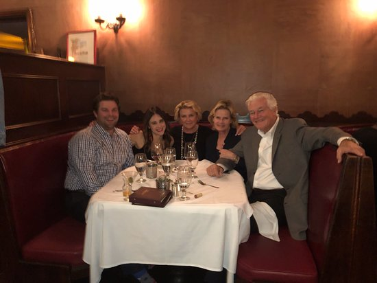 Musso & Frank Grill : Sister, brother-in-law, nephew ands girlfriend. Me in the middle.