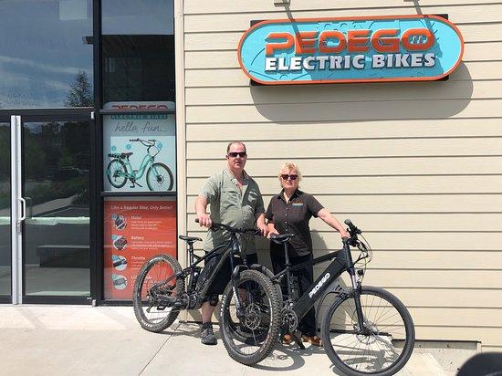 Pedego Electric Bikes: Cal and Julie at Pedego Nanaimo