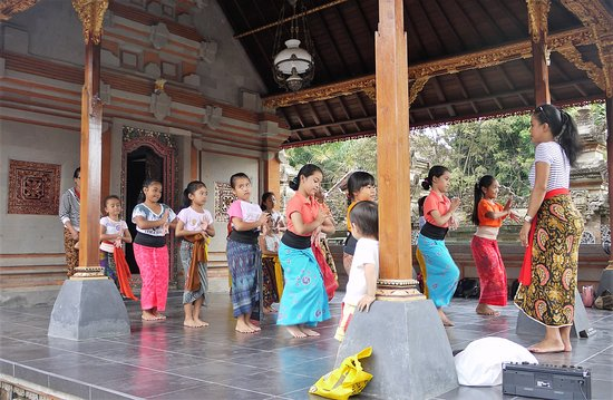 Children dancing on the palace stage
