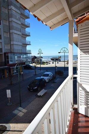 Hotel Ideal: Vista  desde la habitacion superior a la peatonal.