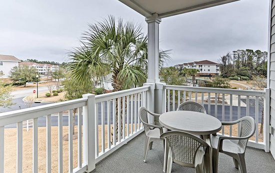 North Myrtle Beach, SC: Another glance of our patio… Extra seating available.