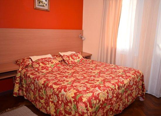 Hotel Ideal: Habitacion doble superior matrimonial ,vista lateral al mar. baño privado, tv. con cable, calefaccion sommier queen.