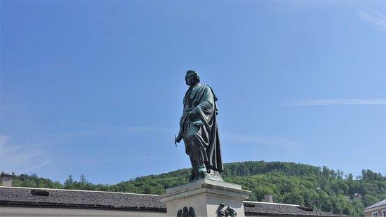Salzburg, Oostenrijk: モーツアルト像