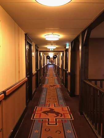 Disney's Hotel Cheyenne: Scary hallways