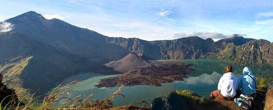 Lune Rinjani - Trekking Organizers: mount rinjani lombok indonesia is one of the fascinating mountai for whole trekkers around the world.