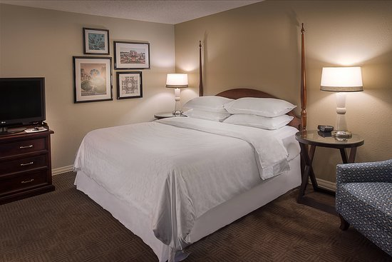 Sheraton Westport Chalet Hotel St. Louis: Guest room