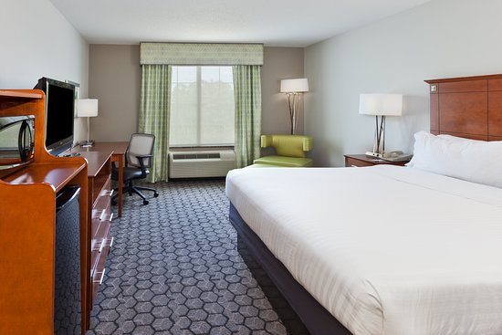 Holiday Inn Express Hotel & Suites Phenix City-Fort Benning Area: Guest room