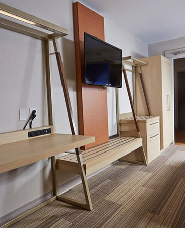 Holiday Inn Express Hotel & Suites - Athens: Guest room