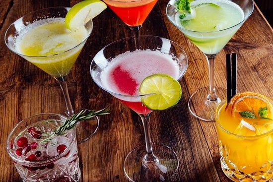 Virkistävät drinkit uudistetulla terassilla