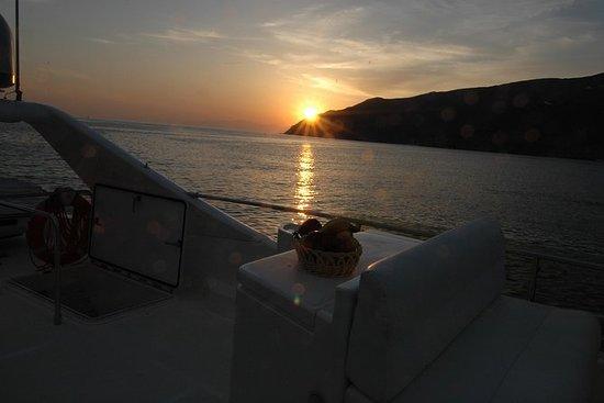 Tour ao pôr do sol com Ferretti 680