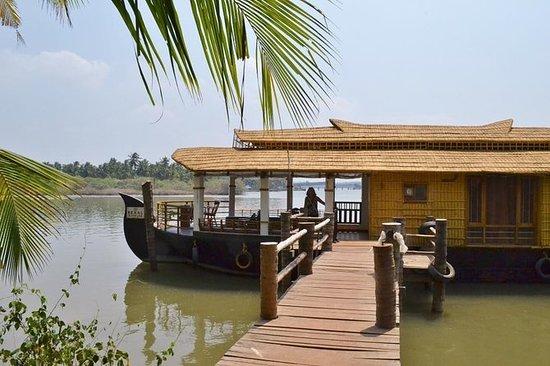 Houseboat Cruise i Emerald backwaters...