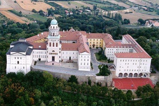 私人Pannonhalma修道院联合国教科文组织遗址与塔塔和杰尔镇访问