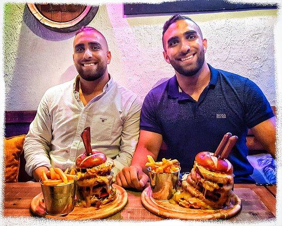 2x brothers & 2x 1KG burger