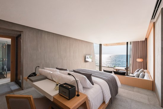 Beachfront Grand Pool Villa - Bedroom