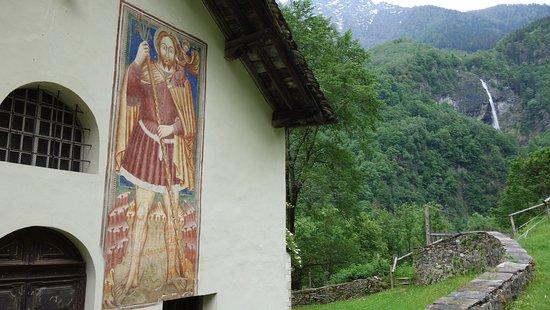 Mesocco, سويسرا: Fresko an der Außenwand