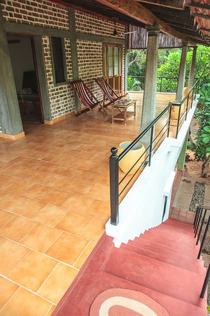 Auroville, Indie: A big sit out area
